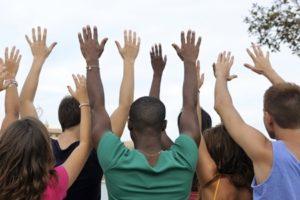 un groupe de bénévoles disponibles au travail social